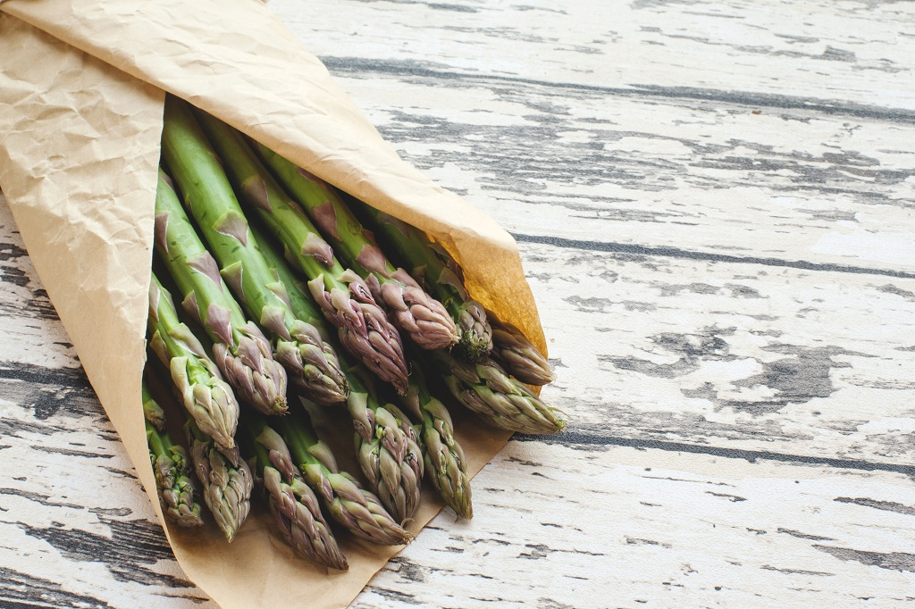 asparagus in paper