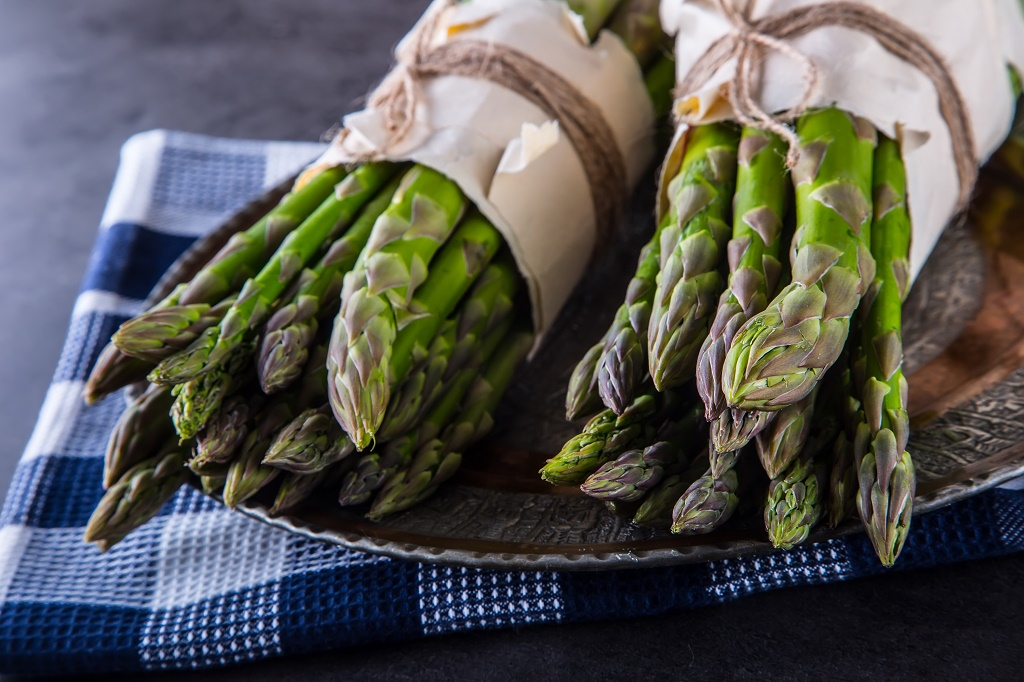 asparagus tied with paper