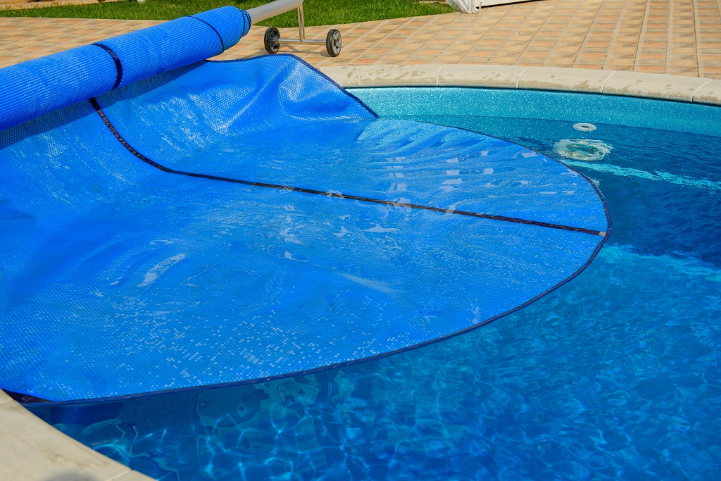 how to keep pool water clean
