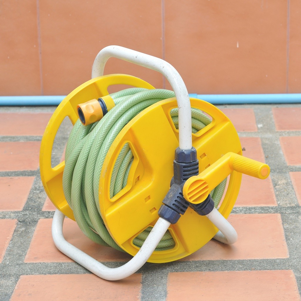 The 5 Best Garden Hose Reels + Reviews & Ratings! (Apr. 2018)
