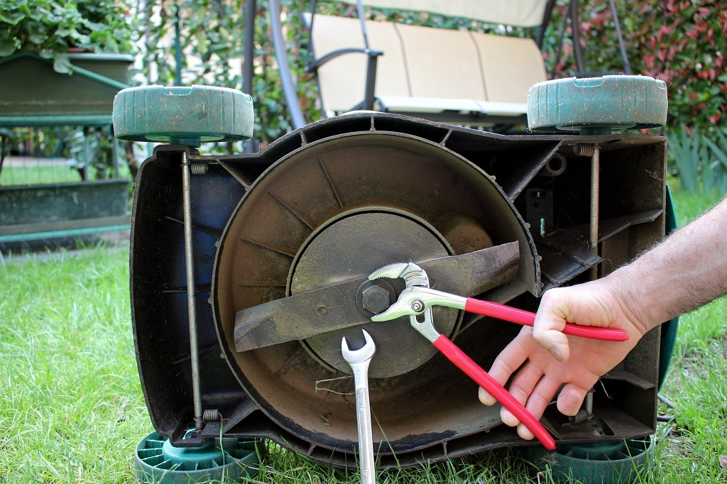 fixing lawn mower blade