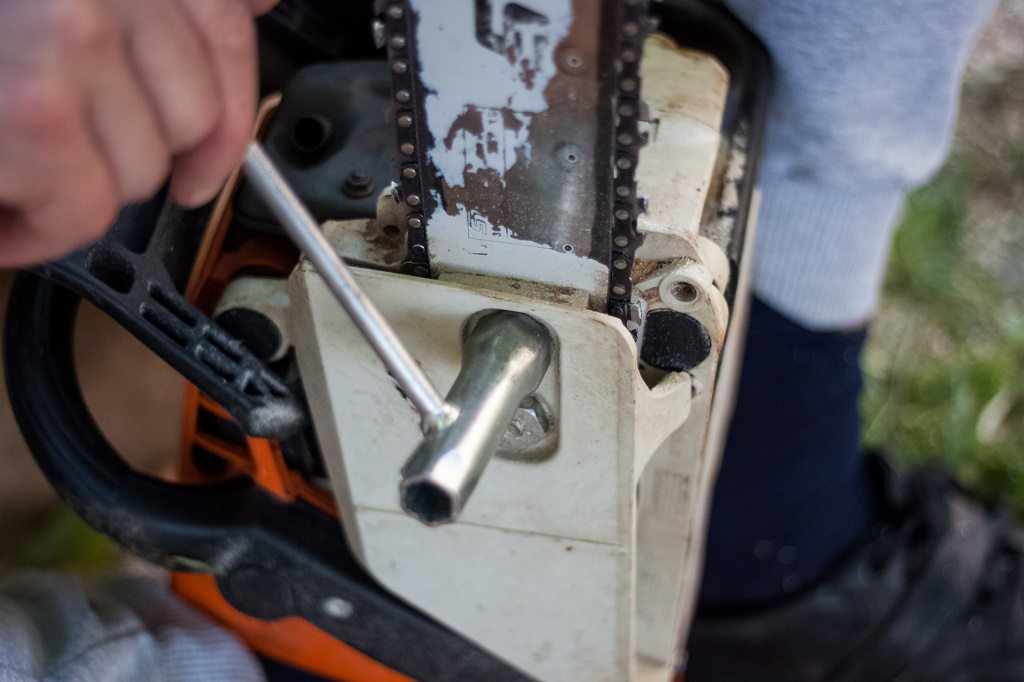 How to put a chain back on a chainsaw in 4 simple steps mar 2018 a chainsaw wrench keyboard keysfo Image collections
