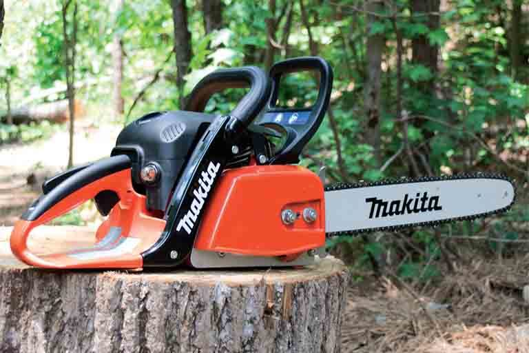 Comparing the EA4300 Chainsaw to Other Models
