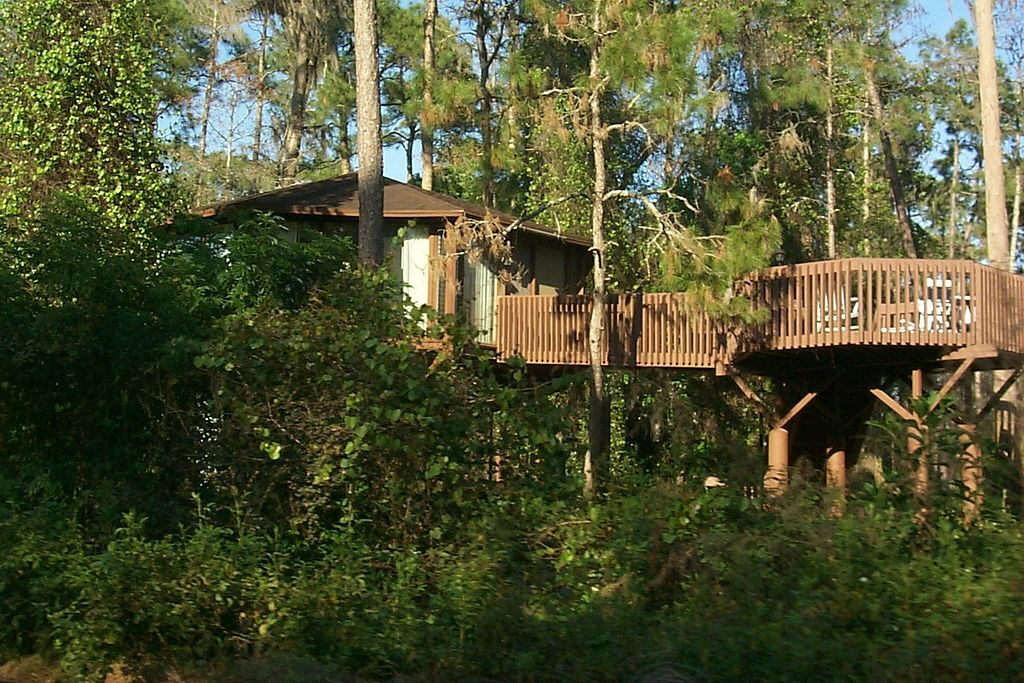 Another gorgeous treehouse rental that can be found in the US.